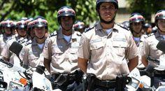 Policías bajan la guardia al graduarse