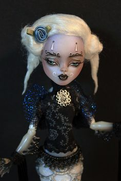 Madame Travina OOAK Monster High Sirena Altered by Refabrications -- I am in love with this face Monster High Crafts, Custom Monster High Dolls, Monster High Repaint, Custom Dolls, Ooak Dolls, Art Dolls, Ever After Dolls, Victorian Dolls, Hand Painting Art