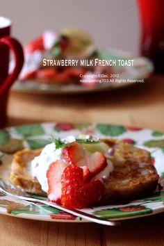 久しぶりのフレンチトーストは、水切りヨーグルトと練乳をのせて。 いちごミルク味❤︎