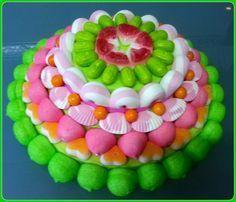 Tarta de chuches - Candy cake - Gâteau de bonbons - Snoeptaart - #gominolas | https://lomejordelaweb.es/