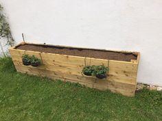 Fabriquer un bac potager soi-même Potager Palettes, Garden Planter Boxes, Flower Boxes, Raised Beds, Horticulture, Grass, Garden Design, Backyard, Outdoor Decor