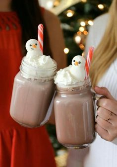 Super cute kawaii Christmas hot chocolate with marshmallow snowmen, time to get hygge with it.