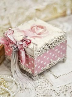 Dragonfly jewellery box.Shabby chic jewellery box.Upcycled jewellery box.Gift for bridesmaid.Shabby chic trinket box.Birthday gift for her.
