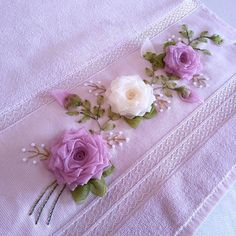 Wonderful Ribbon Embroidery Flowers by Hand Ideas. Enchanting Ribbon Embroidery Flowers by Hand Ideas. Types Of Embroidery, Silk Ribbon Embroidery, Hand Embroidery Designs, Embroidery Stitches, Embroidery Patterns, Embroidery Techniques, Ribbon Art, Ribbon Crafts, Ribbon Design
