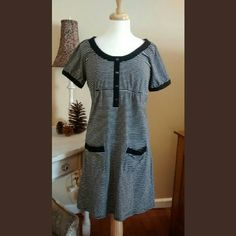 Black and White Ann Taylor Loft Dress Casual and Sporty.  Perfect dress for your lunch with friends, a beach cover up, or a day of shopping.  Measures 34 inches from shoulder to hemline, 93% cotton 7% Spandex. Ann Taylor Loft Dresses Midi