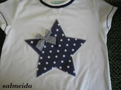 Tocados Almeida: Camisetas Baby Bib Tutorial, Frock Models, Hand Embroidery Videos, Baby Clothes Patterns, Operation Christmas Child, Sewing Appliques, Baby Kind, Sewing Accessories, Baby Shirts