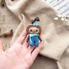 Парень с грибами, живой, летний зверь, в погоне за груздями готов переворошить всю листву в лесу. Его соленые грузди идут на ура под вареную картошечку с луком. Нашел свой дом Если ваш - ссылка в профиле на etsy #любоидорого #luboidorogo#doll#craft #handmadetoy #gifttoy #giftideas #weamiguru #amigurumi #игрушка #handmade #ручнаяработа #идеяподарка #валяныеигрушки #crochet#грибы#mashrooms