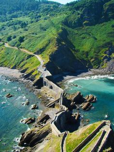 If you're planning a trip to Spain , you shouldn't miss out on this magical little spot called San Juan de Gaztelugatxe . Road Trip Pays Basque, Colorado Springs, Aspen, Places To Travel, Travel Destinations, Natural Salt, Cold Brew Coffee Maker, Real Coffee, Europe