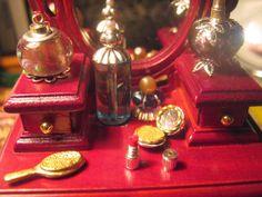 miniaturowe-domki: Puderniczka i szminka skala 1:10
