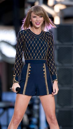 Taylor Swift changed outfits approximately 19 times in the 'Blank Space' music video via @stylelist   http://aol.it/1zIjn3U