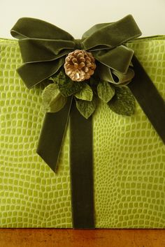 Gorgeous chartreuse Christmas gift wrap design❣ (Even if it does look like a… Wrapping Ideas, Present Wrapping, Creative Gift Wrapping, Creative Gifts, Christmas Gift Wrapping, Christmas Gifts, Christmas Decorations, Green Christmas, Christmas Colors