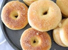 Donas horneadas 15 Spanish Desserts, Pan Dulce, Baked Donuts, Healthy Cake, Sin Gluten, Bread Baking, Wine Cheese, Bagel, Mexican Food Recipes