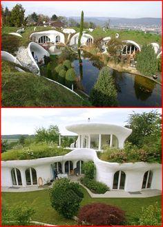 organikus formák, egybeolvadva a természettel _ Peter Vetsch, svájci építész Natural Architecture, Architecture Design, Casa Dos Hobbits, Green Magic Homes, Earthship Home, Underground Homes, Natural Homes, Dome House, Unusual Homes