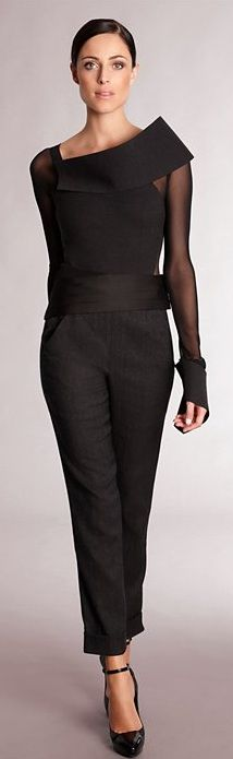 Not a dress, but a gorgeous cocktail outfit by Donna Karan ~ Love the blouse Fashion Moda, Look Fashion, High Fashion, Womens Fashion, Fashion Design, Fashion Trends, Mode Monochrome, Mode Statements, Cocktail Outfit