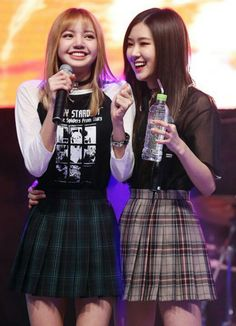 Lisa and Rose South Korean Girls, Korean Girl Groups, Divas, Outfits Otoño, Pre Debut, Most Beautiful Faces, Blackpink Photos, Jennie Blackpink, Forever