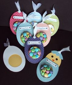 Get the instructions for making these super cute Easter eggs for handing out sweet treats. You will need white and yellow cardstock, patterned papers, a circle punch, ribbon, treat cups and of cour… Easter Candy, Hoppy Easter, Easter Gift, Easter Eggs, Easter Projects, Easter Crafts, Holiday Crafts, Stampin Up Karten, Ideias Diy