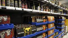 Suomen alkoholikulttuuri saattaa olla muuttumassa lähiaikoina vapaampaan suuntaan, kun hallitus sorvaa parhaillaan esitystään uudesta alkoholilaista. Asiaa puivista eduskuntaryhmistä kerrotaan Ylelle, että vaihtoehtoina ovat esimerkiksi keskioluen myyntiaikojen pidentäminen pienissä kaupoissa ja myyntioikeuden myöntäminen pienpanimoille. Tarkemmat päätökset tehdään jo lähiviikkoina.