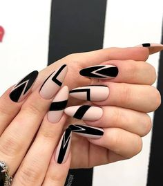 Black Nails Designs Inspirations 2019 The black nail designs are stylish. It is loved by beautiful women. Black nails are an elegant and chic choice. Color nails are suitable for almost every piece of clothing and matching occasions. Almond Nails Designs, Black Nail Designs, Best Nail Art Designs, Black Nail Art, Black Nails, Matte Black, Neon Nail Art, Blue Nail, Green Nails