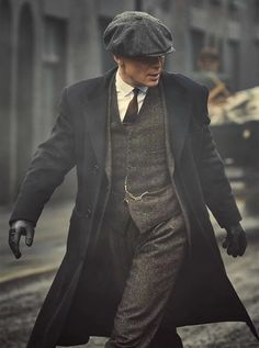 Cillian Murphy as Tommy Shelby in 'Peaky Blinders' Mode Masculine Vintage, Streetwear, Mode Man, Herren Outfit, Gentleman Style, Mens Clothing Styles, Men's Clothing, Modern Clothing, Trendy Clothing