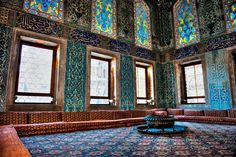 Fine Craftsmanship at the Harem at the Topkapi Palace ❁✦⊱❊⊰✦❁ ڿڰۣ❁ ℓα-ℓα-ℓα вσηηє νιє ♡༺✿༻♡·✳︎·❀‿ ❀♥❃ ~*~ WED Jun 2016 ✨вℓυє мσση ✤ॐ ✧⚜✧ ❦♥⭐♢∘❃♦♡❊ ~*~ нανє α ηι¢є ∂αу ❊ღ༺✿༻♡♥♫~*~ ♪ ♥✫❁✦⊱❊⊰✦❁ ஜℓvஜ Mehmed The Conqueror, Golden Horn, Blue Tiles, Acropolis, Turkey Travel, Istanbul Turkey, Cool Places To Visit, Wonderful Places, Egypt