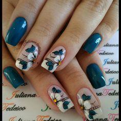 I'd love to do this with magnolias Tulip Nails, Flower Nails, Blue Nails, Hair And Nails, My Nails, Diy Nail Designs, Pretty Nail Art, Square Nails, Stylish Nails