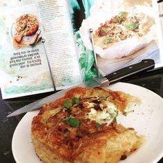 About Food And Fashion...: Zomer: Hartige taart met courgette en ricotta Ricotta, Camembert Cheese, Chicken, Food, Zucchini, Essen, Meals, Yemek, Eten