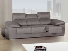 Con este sofá de tamaño grande y 3 plazas XL tendrás máxima capacidad. Los brazos son inclinados para que puedas apoyar la cabeza al tumbarte. Incluye 2 puffs laterales. Los asientos son deslizantes y los respaldos reclinables. Los puffs se esconden ...