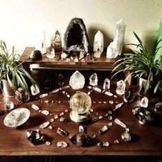 Crystal grid via The Healthy Pagan