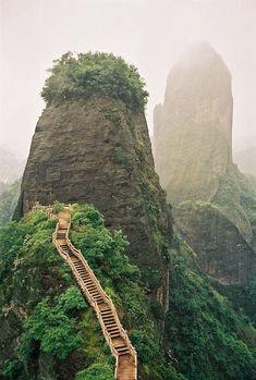 thevoyaging: Stairway, Luotuofeng Peak, Sichuan, China foto via hannah