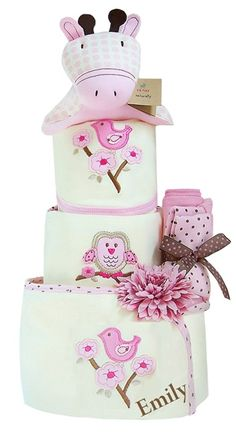 This is such a sweet diaper cake!