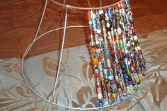 Color Me Glamorous: Tiffany Inspried DIY Beaded Lamp Shade. My girls can use this in their apartment with a cheap lamp. Lamp Shade Crafts, Painting Lamp Shades, Deco Boheme, Beads And Wire, Lampshades, Lampshade Ideas, Vintage Design, Bohemian Decor, Diy Home Decor