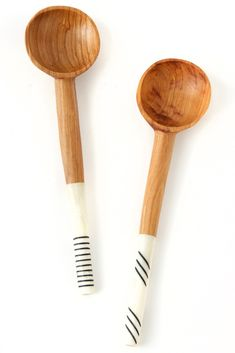 Black and white handles for wooden spoons with bone handles. Perfect serving spoon for those that want to give back! #fairtrade #ethicallysourced #woodspoon #servingspoon #cowbonehandle #artisian #handcrafted