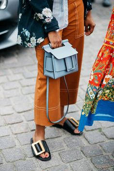 Perfect leather slide, burnt orange capris and a pastel bag. Outfit Goals.
