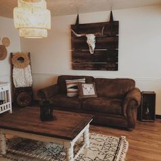 - Western Home Decor Living Room Western Bedroom Decor, Western Living Rooms, Western Decor, Home Living Room, Apartment Living, Living Room Decor, Style Vintage, My New Room, House Rooms
