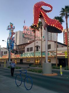 LOVE the old school neon signs and retro buildings in Downton Las Vegas - such a different from The Strip!