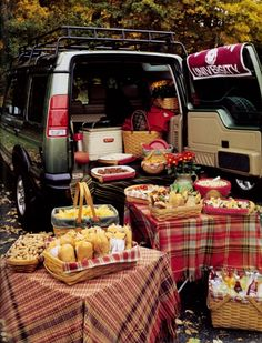A tailgate party that brings friends together with Longaberger Fall Picnic, Picnic Time, Summer Picnic, Summer Fun, Picnic Parties, Beach Picnic, Tailgate Parties, Outdoor Parties, Football Tailgate