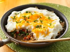 Shepherd's Pie Skillet / Rely on this English classic for a complete meal of meat, potatoes and veggies, all in one dish. It's super easy with Hamburger Helper® and Betty Crocker® potatoes.
