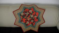 Centro tavola o base albero di Natale a forma di stella. Tecnica patchwork.ok