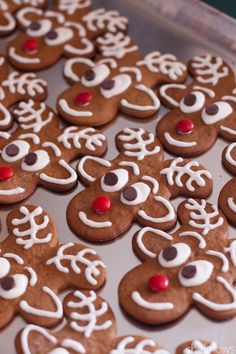 Upside-down gingerbread men become Santa's reindeer in these adorable cookies gingerbread-reindeer-cookies Gingerbread Reindeer, Gingerbread Man Cookies, Holiday Cookies, Gingerbread Houses, Decorating Gingerbread Men, Christmas Snacks, Xmas Food, Christmas Cooking, Christmas Tables