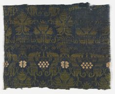 FRAGMENT, 14TH CENTURY medium: linen, silk technique: plain weave patterned by supplementary weft floats H x W: 17.3 x 14.5 cm (6 13/16 x 5 11/16 in.)