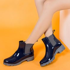 16.30$  Buy here - http://alifwa.shopchina.info/go.php?t=32796217303 - 2017 Platform Rain Boots Ladies Rubber Ankle Boots Low Heels Women Boots Slip On Flats Shoes Woman Plus Size 36-40 R039W  #buymethat