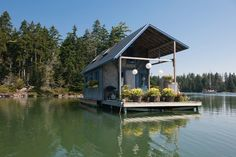 The tiny house movement isn't necessarily about sacrifice. Check out these small house pictures and plans that maximize both function and style! These best tiny homes are just as functional as they are adorable. Small Tiny House, Best Tiny House, Tiny House Living, Tiny House Design, Small Living, Micro House, Tiny House Movement, Floating House, Little Houses
