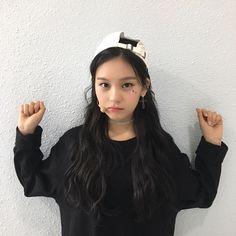 Kpop Girl Groups, Kpop Girls, Fake Instagram, Kim Ye Won, Cloud Dancer, Fans Cafe, G Friend, Ultra Violet, My Girl