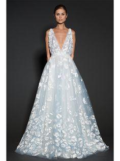 アクア・グラツィエがセレクトした、NAEEMKHAN(ナイーム カーン)のウェディングドレス、NK059をご紹介いたします。