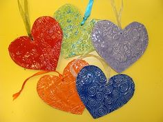 Textured Clay Hearts - Students create texture clay hearts using texture rubbing plates. Could use heart shaped cookie cutters.