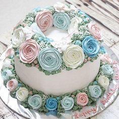 Delicate beauty...  . #LADYCakeShop WA 08977560367  . . . . #cakejakarta #flowercakejakarta #flowercake #wiltoncakes #kueulangtahunjakarta #kueultahjakarta #jualcakejakarta #jualcakejkt #cakejkt #beautifulcuisines #onlinecakejakarta #customcakejakarta #kueultahjkt #sgbakes #cakeultahjakarta #anniversarycakejakarta
