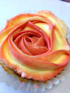 Rose cupcakes Buns, Icing, Cupcakes, Rose, Desserts, Tailgate Desserts, Cupcake Cakes, Pink, Deserts