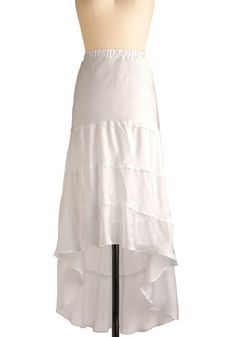 I really like the style of this skirt, where it's longer in the back :D very cool