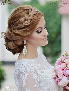 updo wedding hairstyle; photo: Liliya Fadeeva via Websalon Wedding