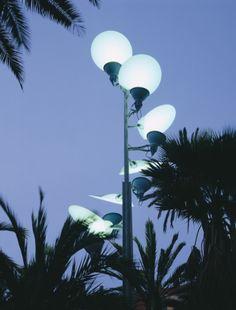 LAMPELUNAS street lamp creates a #light pleasantly reminiscent of moonlight. #streetlight